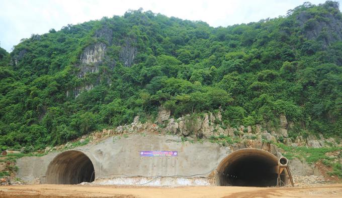 Hầm Tam Điệp đập thông hai ống hầm